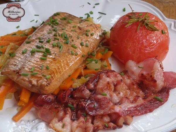 Salmón con verduras y tomate confitado 2